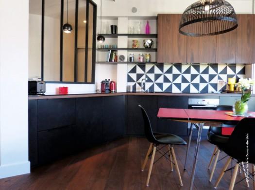 Visite priv e d 39 un appartement atypique annecy traits d 39 co - Cuisine atypique deco ...