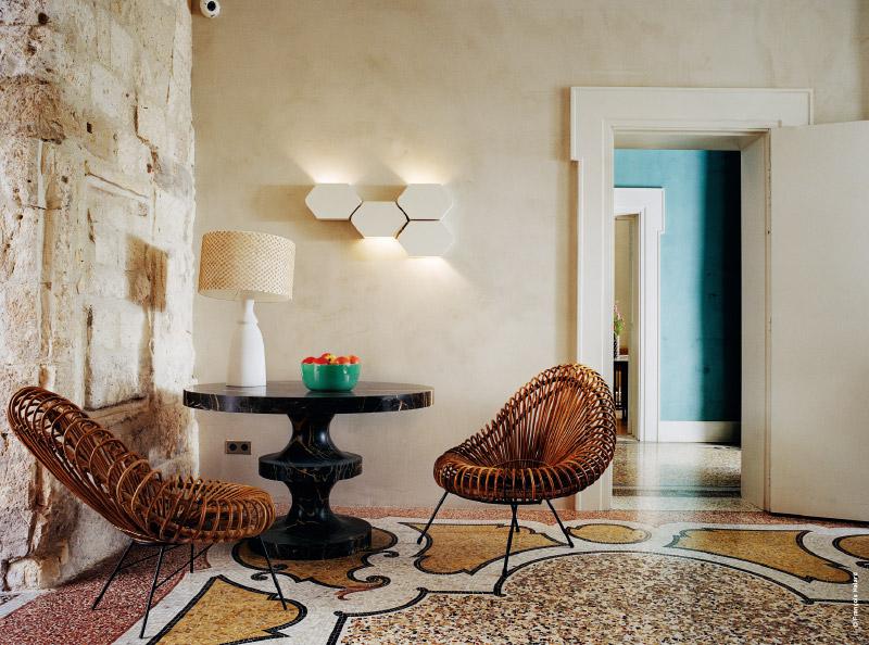 arles h tel du clo tre l art des contrastes par india. Black Bedroom Furniture Sets. Home Design Ideas