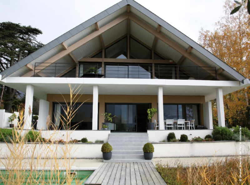 visite d 39 une maison d 39 architecte lac du bourget. Black Bedroom Furniture Sets. Home Design Ideas