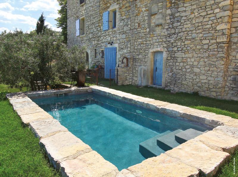 Mini piscine design maxi d tente tour d 39 horizon par for Chauffe piscine au bois maison