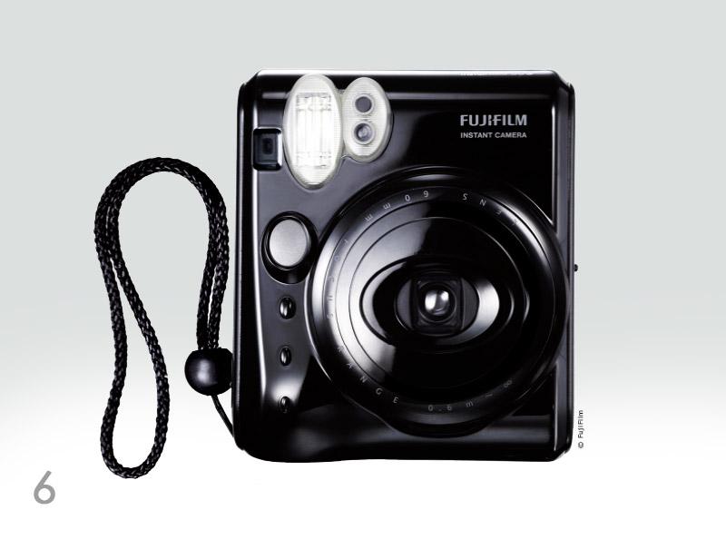 6. Fun instantané ! Appareil instantané de dernière génération, l'Instax Mini 50S produit des photos ludiques au format carte de crédit