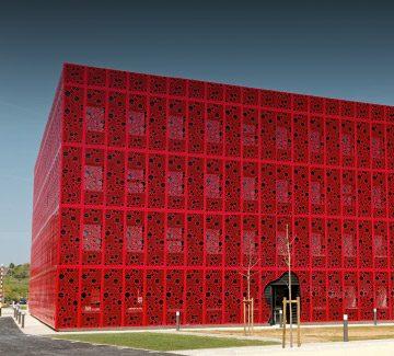 L'éclatante résille du Cube numérique à Valence