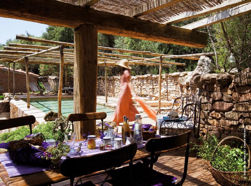 Decoration-et-design-Hotel-Domaine-de-Murtoli-Camille-Moirenc-2