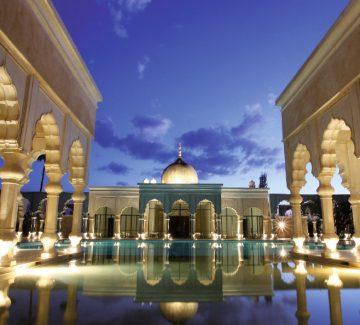 Séjour de luxe : aux marches du palais