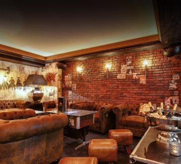 Bar chic et insolite Annecy:  zoom sur la déco du Poney Club