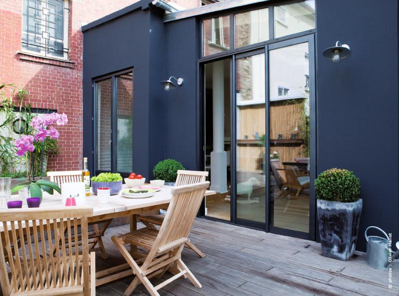 R novation surprise au pied d un immeuble traits d 39 co for Cout d un toit terrasse