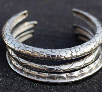 Akt Jewels: des bijoux originaux et désarmants