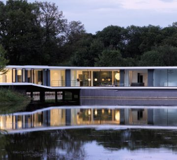 White Snake House : la maison posée sur le lac