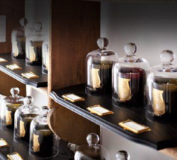Idées cadeaux : un parfum, une bougie, un voyage
